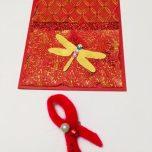 Символ дня борьбы сВИЧ иСПИДом - красная лента, сложенная вскромный значок